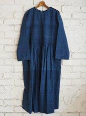 画像1: maku textiles インディゴ染めカディーピンタックワンピース G1659 (1)