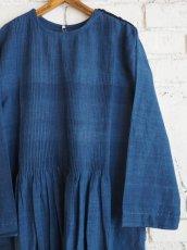 画像5: maku textiles インディゴ染めカディーピンタックワンピース G1659 (5)