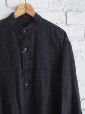 画像2: COMOLI ウールシルクプルオーバーシャツ (2)