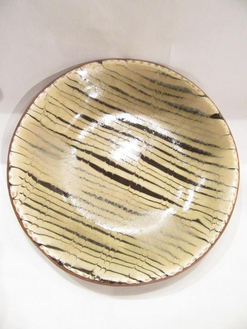 画像1: 山根窯 灰釉スリップウェア丸皿 (1)