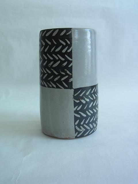 画像1: 山根窯 鐵砂花瓶 (1)